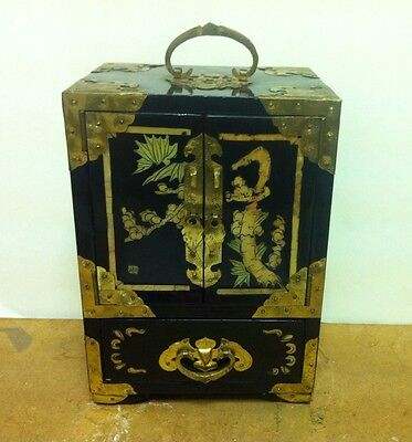 VINTAGE CHINESE INLAID Mother Of PeaL Cabinet  STYLE   LAQUERED JEWELLERY BOX