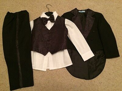 Boys 5 piece suit Age 4 years in black Bow Tie Formal