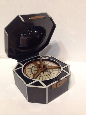 2006 Zizzle Disney Pirates of the Caribbean JACK SPARROW'S Spinning Compass Toy