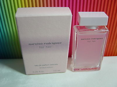 ♥♥♥Parfum-Mini*For Her Limited Edition Narciso Rodriguez*EdP Delicate 7,5 ml OVP
