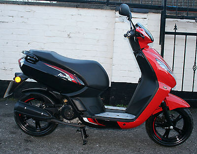 PEUGEOT KISBEE 50cc SPORTLINE RED 2016 66 REG SCOOTER - ONE OWNER ONLY 506 MILES