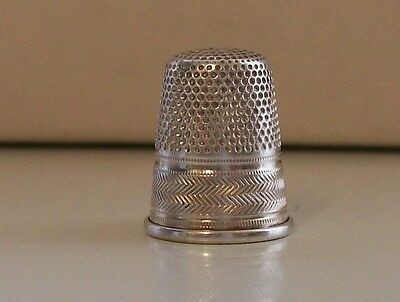 Lovely Italian 800 Silver Thimble with Nice Decoration
