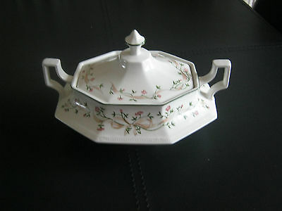 Johnson Brothers Eternal Beau Serving Dish with lid