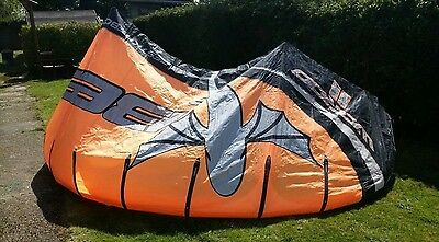 Best Waroo 11m Kitesurfing Kite (complete with bar and pump)