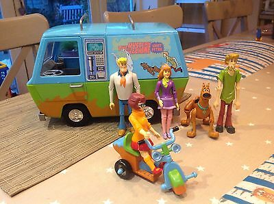 Scooby Doo Mystery machine and figures toy