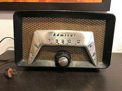 Admiral Tube Radio Cool Looking Works Model 6C2A