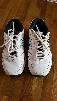 Women's Size 8D New Balance Leather Trainers