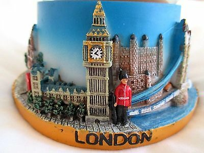 """LONDON COLLAGE MUSICAL SNOWGLOBE.  5.75""""/14.5cm.TALL.   BRAND NEW IN BOX"""