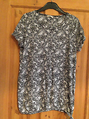 Ladies black and white t-shirt - size 14