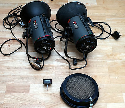 A pair of COURTENAY SOLAFLASH 2500 studio flashheads with accessories