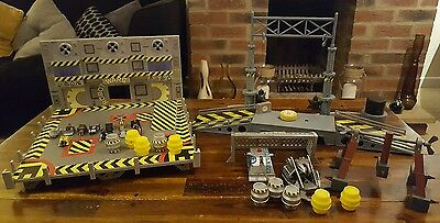 Original Robot Wars Arena With 11 Mini Pull Back Robots and 2 large + extras