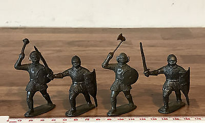 4 Unpainted Lead Vintage Toy Soldiers Medieval Knights - 3 x Paramount 1 x Sacul