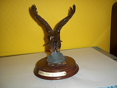 Superb Golden Eagle ornament from the Leonardo collection, resin, used, VGC.