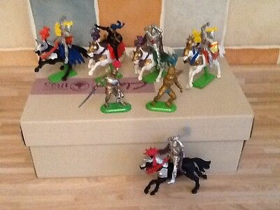 Vintage Britains Knights in armour - medieval - 1971