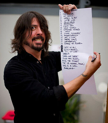 Dave Grohl UNSIGNED photo - H3052 - Foo Fighters