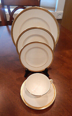 "Royal Doulton ""royal Gold"" 5 Piece Place Setting (S) Made England H4980 Mint!!"