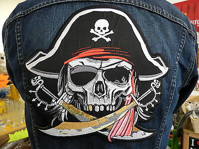 GRAND ECUSSON PATCH THERMOCOLLANT/ JOLLY ROGER 2 SABRES biker drapeau pirate usa
