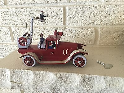 The old fashioned Fire Ladder Truck is a classic wind up all tin toy New  DL