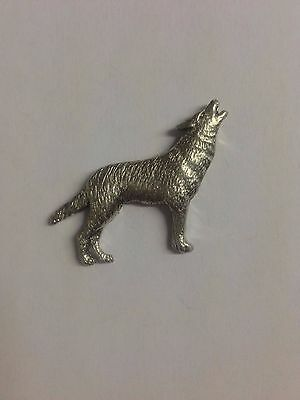 Code Q213 Wolf Made from Solid Fine English Pewter Pin Lapel badge
