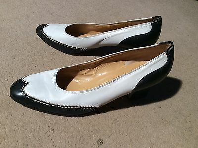 Vintage Bruno Magli Black And White Leather Brogue Style Pumps 38.5