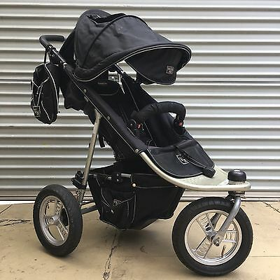 Valco Baby Runabout Tri Mode Pram & Bassinet & Accessories