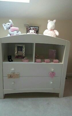 White Set of Drawers for Nursery /  Bedroom excellent condition