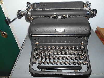 Vintage 1930's-40's Royal Touch Control KMM12-2333892 Typewriter *Nice*