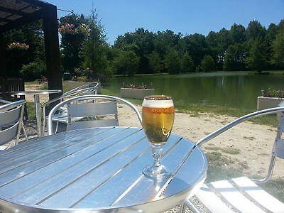 Established campsite with two large fishing lakes, two pools near Bordeaux