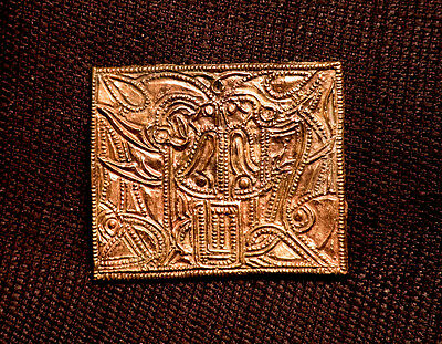 Helm Plaque - knot animals - PV18