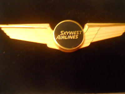 Skywest Pilot  Wing, new in orig box