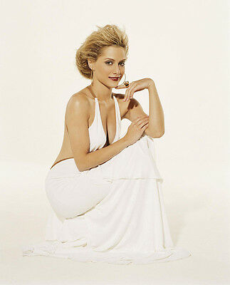 Brittany Murphy UNSIGNED photo - H3207 - GORGEOUS!!!!