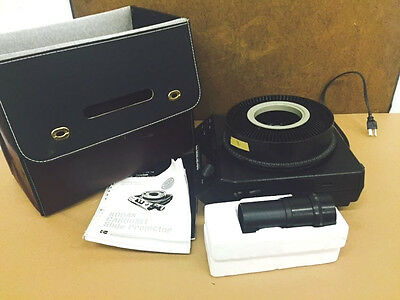 Kodak Carousel 4400 Slide Projector with Case, lens and Manual