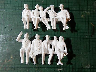 SCALEXTRIC C622 (F306A, F306B) White Plastic Unpainted Seated Spectator Figures