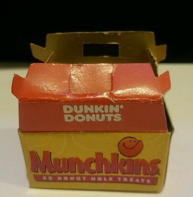 DUNKIN DONUTS OPEN BOX OF MUNCHKINS Mini Decoration Magnet