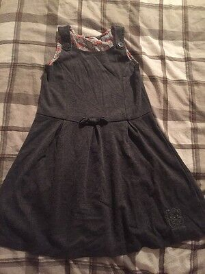 Girls hello Kitty School Dress Pinafore Age 8-9 Jumper Material