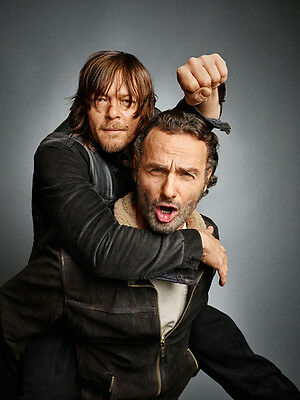 Andrew Lincoln and Norman Reedus UNSIGNED photo - H3517 - The Walking Dead stars