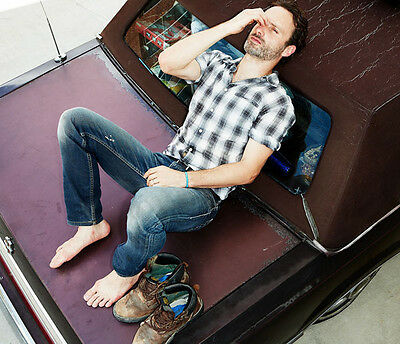 Andrew Lincoln UNSIGNED photo - H3502 - The Walking Dead