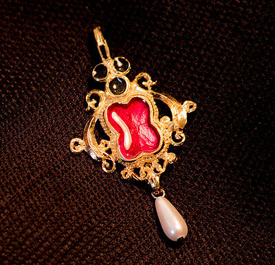 Pendant with Black and Red enamel and faux pearls - W-37