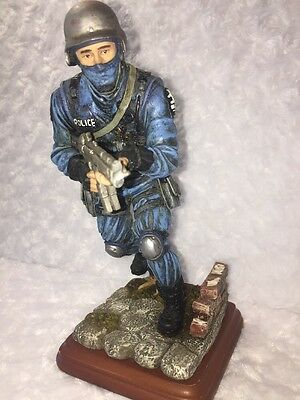 "Blue Hats Of Bravery 1999 ""Clear The Area"" Police Statue 1/0688 By Vanmark"