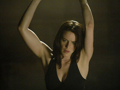 Michelle Ryan UNSIGNED photo - H3813 - Doctor Who, EastEnders & Bionic Woman