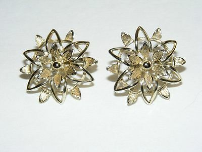 Vintage Gold Tone Flower Floral Sarah Coventry Clip on Earrings B29