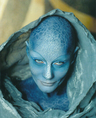 Virginia Hey UNSIGNED photo - H3928 - Farscape
