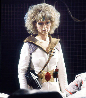 Liza Goddard UNSIGNED photo - H4008 - Doctor Who