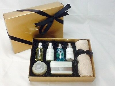 Molton Brown Gold Flannel & Soap Gift Set B/N