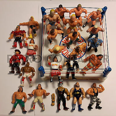 Lotto Personaggi Wrestling WWF WWE Hasbro WCW - Action figures + Ring Champs