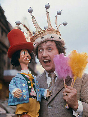 Ken Dodd UNSIGNED photo - H7055 - Comedian, singer-songwriter and actor