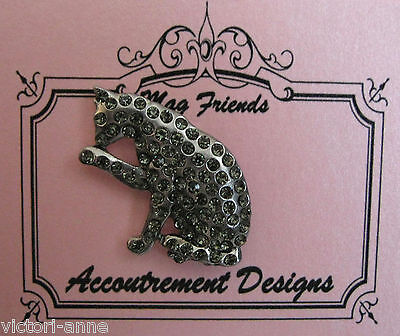 Accoutrement Designs Gray Cat Needle Minder Magnet