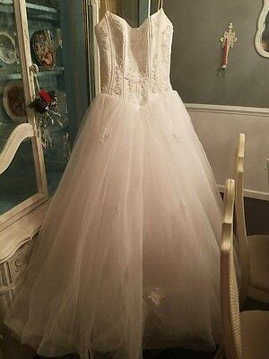 Oleg Cassini Wedding Gown PRICED TO SELL!!!