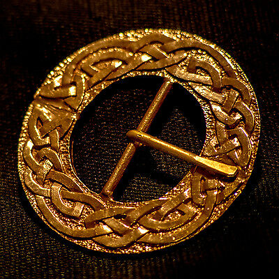 Large round Celtic KNOT Buckle - B-35