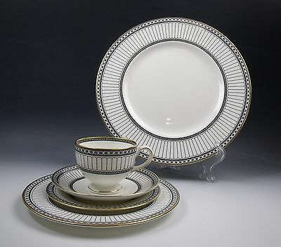 Wedgwood COLONNADE-BLACK 5 Piece Place Setting(s) EXCELLENT